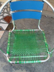 Using plastic bottle rope to repair chairs